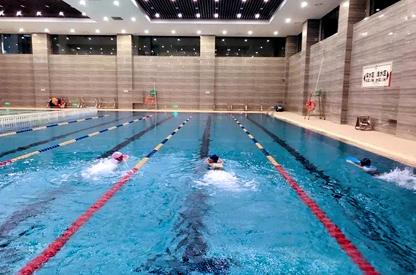 半标室内恒温游泳馆重庆市巴渝学校